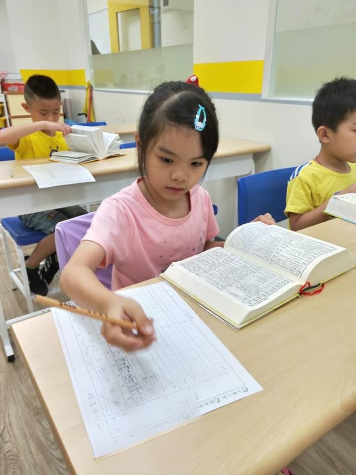 基隆喬登美語仁愛 夏令營 查字典練習 暑期營 正音班 小一先修 安親班 兒童美語